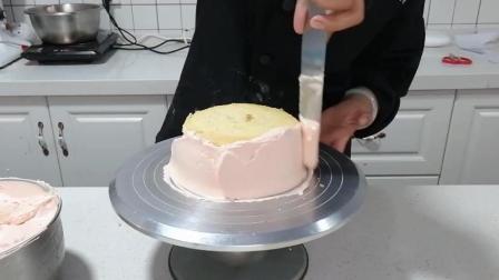 四种抹面制作(十六): 放入最后一层蛋糕胚, 进行侧面抹面
