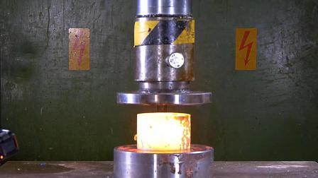 把烧红的大铁块放到液压机下, 启动开关, 大铁块会变成什么样?