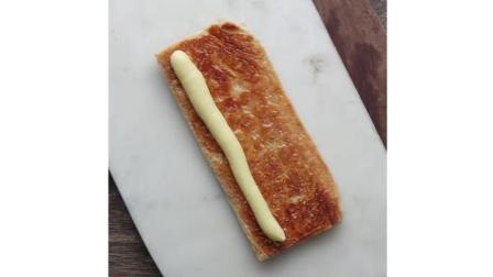 美食: 分层的草莓蛋糕奶油泡芙