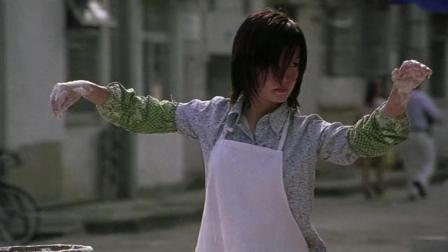 赵薇在星爷电影里演过唯一的丑女, 还真拼啊