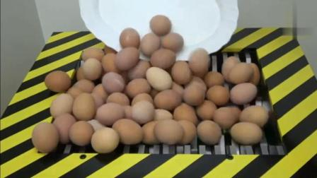 当300个熟鸡蛋遇到粉碎机会怎样? 看到它的惨状, 你还能吃下去吗?