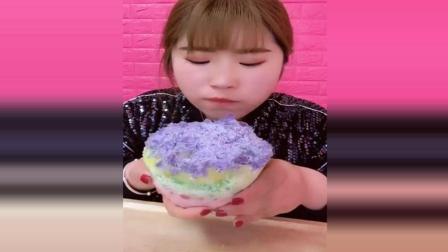 吃冰达人自己做碎碎冰, 特别大, 吃起来特别过瘾