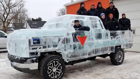牛人用6吨冰块造了一辆奔驰, 网友: 夏天不用开空调!