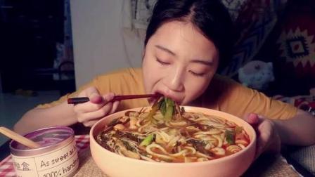 中国吃播, 美女吃紫薯泥和真材实料的米线, 看着馋死人了