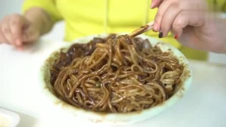 韩国吃播大胃王秀彬吃韩国炸酱面, 这样的炸酱面还是第一次见