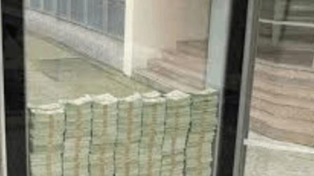 玻璃箱内装了300万美金, 打碎就能全拿走, 网友 敢不敢留下地址?