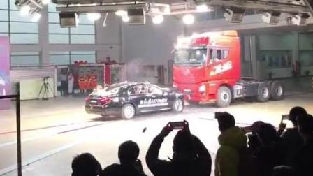 厉害了我的国产车! 红旗H7碰撞测试, 直接怼大货, 秒杀还加价的合资品牌!