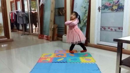 亲子萌宝-儿童舞蹈《芭比-不怕不怕》幼儿舞蹈 少儿体操律动幼儿园六一舞蹈视频大全 dj舞曲广场舞 育儿早教舞蹈学堂 亲子互动游戏 亲宝儿歌儿童益智玩具
