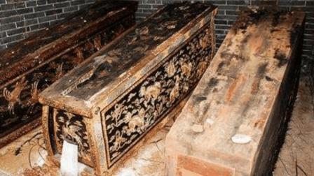 乾隆陵墓中躺了5个女人, 其中一具吓坏溥仪, 面带微笑百年未腐