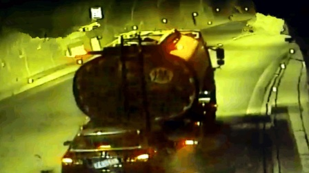 油罐车高速开太慢致追尾 时速仅8公里