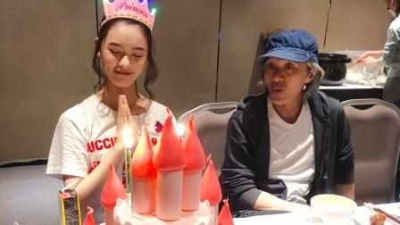 全娱乐早扒点 2018 4月 林允剧组庆生周星驰陪伴在旁 粉红蛋糕少女心爆棚