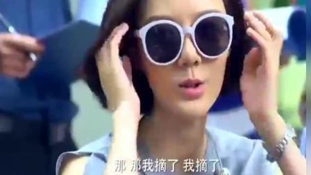 美女戴墨镜开会被领导批评, 结果摘掉眼镜的一刻同事们傻眼了