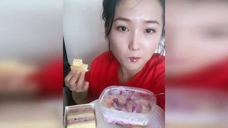 妹子一勺水果沙拉, 一口软蛋糕, 美美哒!