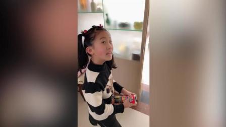 搞笑兄妹: 怎么吃甘蔗, 妹妹给出了一个让人惊叹的吃法, 哈哈真好笑!