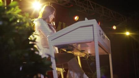 华语唱作歌手尤思月双排键演奏