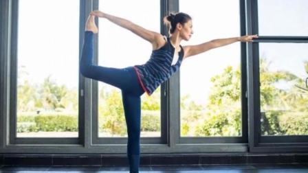 刘涛变身瑜伽女神! 纤腰美腿腹肌马甲线很吸睛
