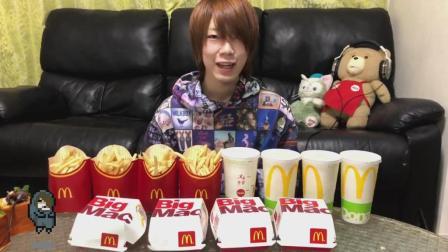 日本大胃王耳机哥挑战巨无霸快食, 汉堡薯条饮料各4份, 仅用时5分半