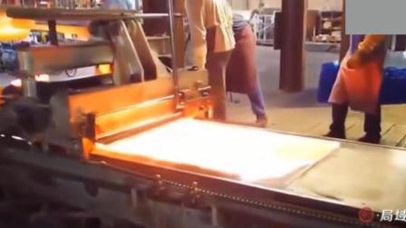 废玻璃回收后如何处理? 回炉融化后铺平, 又是一块新的玻璃