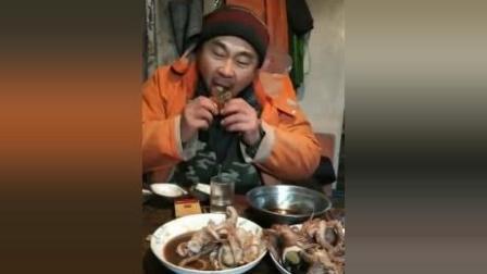 渔民忙了一天了! 要开饭了! 海鲜大餐看着口水直流啊