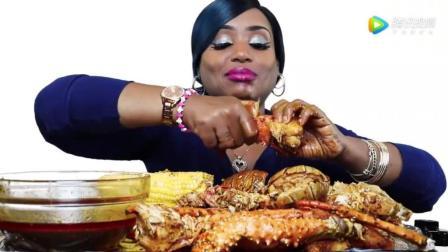 黑人大姐挑战巨型帝王蟹, 油腻腻的蟹膏, 看着都饿了