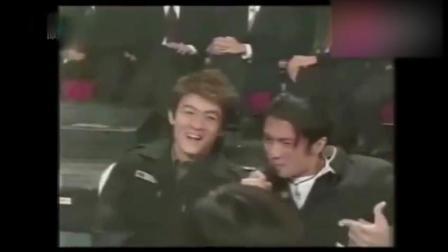 20年前, 谢霆锋坐在陈冠希与张柏芝中间, 王菲看谢霆锋表演眼神独特
