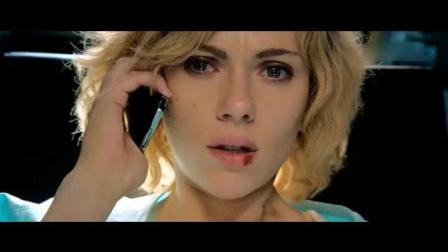 超体 精彩片段: 斯嘉丽边打电话边被做手术