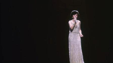 邓丽君20周年虚拟人纪念演唱会一首《我只在乎你》成为经典, 百听不厌!