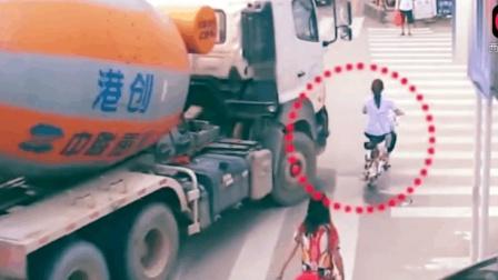 2018年世界各地搞笑车祸瞬间, 爆笑车祸现场视频!