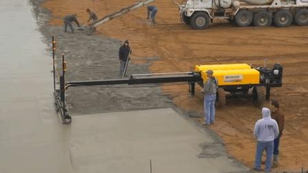 民间发明铺混凝土机, 2天铺完75000平方英尺, 效率提升15倍