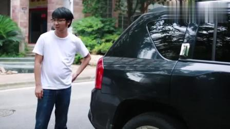 尴尬! 拜金女偶遇前男友借豪车摆阔, 不料却被车主赶走