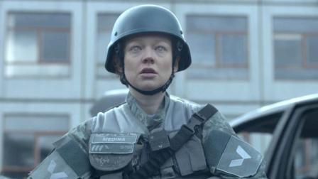 士兵被植入智能芯片, 奉命消灭丧尸, 结果真相让人绝望! 速看科幻片《黑镜3: 战火英雄》