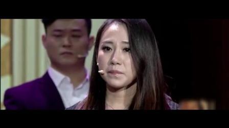 丫蛋台上唱歌, 唱着唱着哭了, 都没注意身后的王金龙也哭了