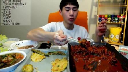 韩国吃播大胃王奔驰小哥吃菜包辣炖鱿鱼, 蔬菜饼和芝士炒饭