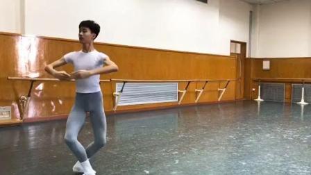 第一次看一个男孩跳舞而着迷, 这就是传说中的小天鹅吗