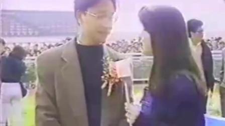 《家有喜事》张国荣接受采访时, 张曼玉跑过来, 亲了哥哥一口