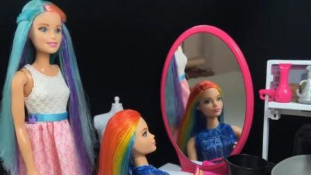 给心爱的芭比娃娃做十种不同的发型, OK吗?