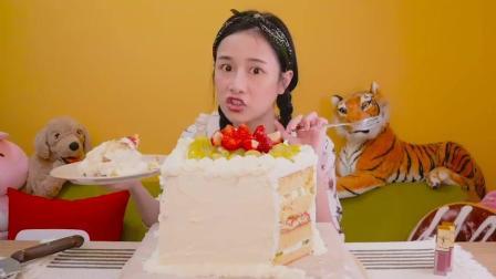 台湾美女主播千千, 自制水果千层蛋糕, 还全部吃完了