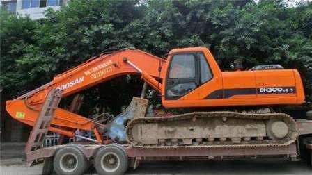 挖掘机吊车消防车救援工作视频表演挖土机视频 挖机工程车