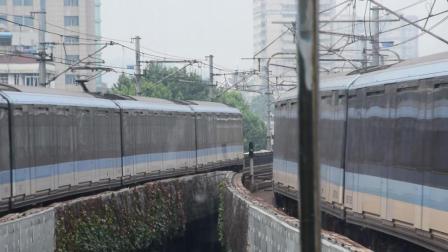 南京地铁1号线列车进出中华门站