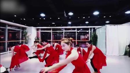 古典舞《粉墨》, 男老师才是里面最亮眼的