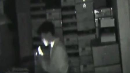 男子行窃不忘拜店内关公像 祈祷落空当场被抓