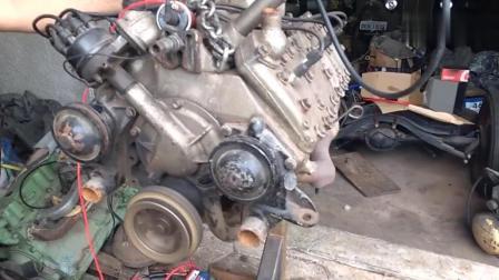 老款福特V8发动机, 老外用电瓶启动它, 听听这声音