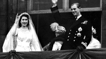 英国女王伊丽莎白二世: 大婚时全英国人民站在广场彻夜等待