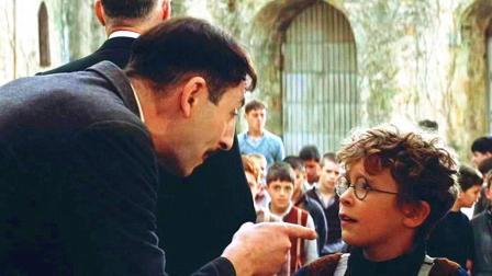 他曾被老师当做低能儿赶出学校, 多年后却成为全校最有出息的人之一!