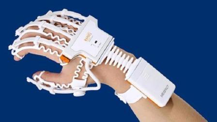 这副白骨手套, 让你玩着游戏做康复训练, 中风患者的福音