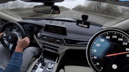 让你感受一下12缸的宝马7系在高速飙到320的极限速度, 这隔音没谁了