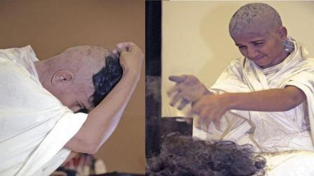 印度恐怖的拔头发习俗, 徒手拔光所有头发, 然后用新鲜牛粪覆盖伤口