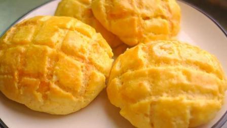 真的有菠萝的菠萝包, 酥脆的外皮, 蓬松的面包搭配甜软的内馅, 赞