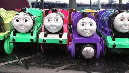 托马斯小火车进行力量比赛