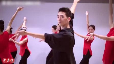 古典舞技巧进修班舞蹈《红颜旧》, 我是来看领舞的男老师的